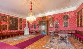 Salone principale con i ritratti degli ufficiali gloriosi dalla guerra con i Turchi da Carl Emrich (1727 - 1731) nel san Anton del Immagine Stock