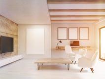 Salone soleggiato con gli elementi di legno Immagini Stock