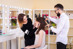 Salone, trucco e designazione di bellezza nel salone, nei parrucchieri e nel truccatore, Fotografia Stock Libera da Diritti