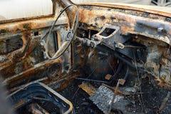 Salong av den brända bilen, begreppstumulterna och terrorismen Arkivfoto