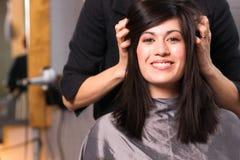 Salong för skönhet för meddelande för huvud för kvinna för brunett för Spa dag nätt royaltyfri bild