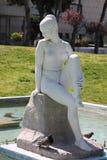 SALONIKI, Grecja, Ornamentacyjna fontanna i rzeźba naga kobieta w Saloniki parkowy północny Grecja, zdjęcie stock
