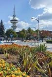 SALONIKI GRECJA, WRZESIEŃ, - 30, 2017: OTE kwiaty w przodzie w mieście Saloniki i wierza, Grecja Zdjęcia Stock