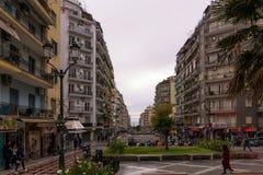 Saloniki, Griechenland - 17. Dezember 2017 - Straße in im Stadtzentrum gelegenem Saloniki, Griechenland Stockbilder