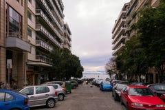 Saloniki, Griechenland - 17. Dezember 2017 - Straße in im Stadtzentrum gelegenem Saloniki, Griechenland Lizenzfreie Stockfotos