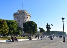 Salonique, Grèce - 28 décembre 2015 : Promenade blanche de tour, bord de mer de Salonique image stock