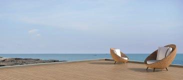 Salotto di vita della spiaggia e moderno di lusso di Sundeck sul mare Immagini Stock