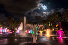 SalouÂ的夜光喷泉展示 图库摄影