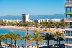 SALOU, TARRAGONA, SPAGNA - 24 APRILE 2017: Linea costiera Costa Dorada, spiaggia principale a Salou Copi lo spazio Immagini Stock