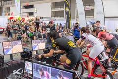 salowego kolarstwa gry online komputeru rasy bieżny przedstawienie w Międzynarodowym Bangkok rowerze 2018 zdjęcia royalty free