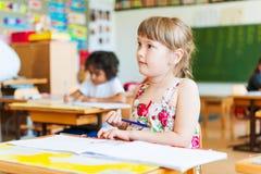 Salowy portret śliczna mała dziewczynka Obraz Stock
