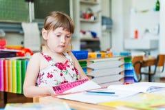 Salowy portret śliczna mała dziewczynka Fotografia Royalty Free