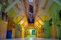 Salowy widok stary opustoszały niewygładzony budynek, komórki więźniowie w starym więźniarskim Karnym Garcia Moreno w mieście zdjęcia royalty free