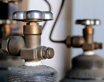 salpeter- oxidbehållareventiler Arkivbild