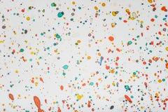 Salpica descensos del color fotos de archivo
