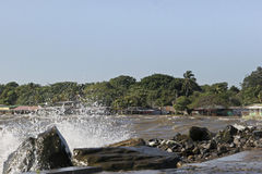 Salpicar el agua en San Jorge Pier Imágenes de archivo libres de regalías