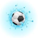 Salpicar el balón de fútbol Imagen de archivo libre de regalías