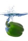 Salpicar el peper en un agua Fotografía de archivo