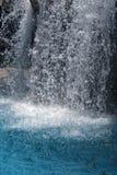 Salpicar la cascada   Foto de archivo libre de regalías
