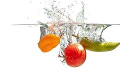 Salpicar los tomates Fotografía de archivo