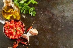 Salsa épicé chaud frais avec l'ail et le piment Photos libres de droits