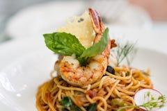 Salsa al pomodoro degli spaghetti con gamberetto Fotografia Stock