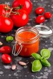 Salsa al pomodoro rossa per pasta, pizza, alimento classico italiano fotografia stock