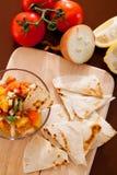 Salsa avec des puces de tortilla photo libre de droits