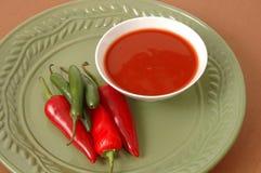 Salsa calda e peperoni Fotografie Stock Libere da Diritti