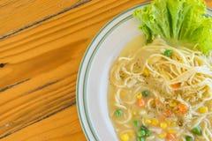 salsa crema degli spaghetti in piatto bianco Immagini Stock Libere da Diritti