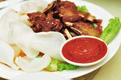 Salsa de chile en los plato-condimentos Fotos de archivo