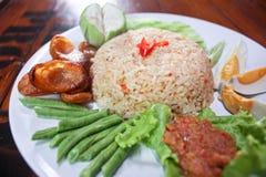 Salsa de la goma del camarón del arroz frito con cerdo tajado Imagen de archivo libre de regalías