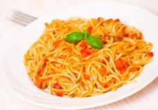 Salsa de tomate de la pizca de los espaguetis Imágenes de archivo libres de regalías