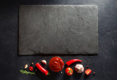 Salsa de tomate en fondo negro Foto de archivo libre de regalías