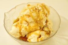Salsa del helado y del caramelo Fotos de archivo libres de regalías