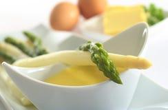 Salsa del Hollandaise e dell'asparago Fotografie Stock