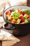 Salsa della fragola dell'avocado con i chip di tortiglia Immagine Stock