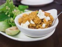 Salsa della pasta del gamberetto con il pesce fritto croccante Fotografia Stock