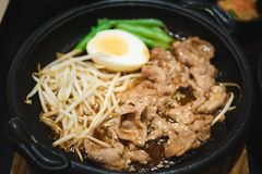 Salsa di Fried Pork With Spicy Korean fotografia stock libera da diritti