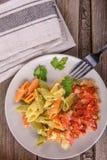 Salsa di pasta italiana Su un bordo di legno Fotografia Stock