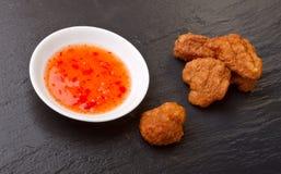 Salsa di peperoncino rosso di Pakora N immagini stock libere da diritti