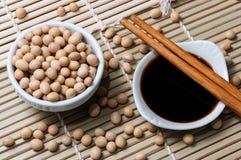 Salsa di soia e bastoncini Fotografie Stock Libere da Diritti