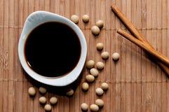 Salsa di soia e bastoncini Fotografia Stock