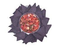 Salsa Pico De Gallo i błękitni kukurydzanego tortilla układy scaleni Obraz Stock