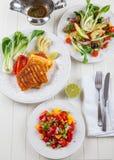 Salsa sałatka z piec na grillu serem fotografia royalty free