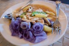 Salsa tailandesa de la salsa con los tallarines de arroz imagen de archivo