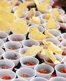 Salsa und Chips stockfotos