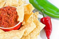 Salsa und Chips mit Pfeffern Lizenzfreies Stockbild