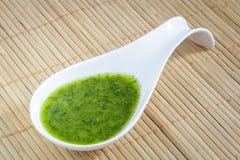 Salsa verde con perejil, ajo, aceite de oliva y sal Fotos de archivo