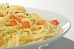 Salsa y espárrago frescos naturales de tomate del espagueti Fotos de archivo libres de regalías